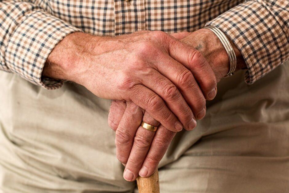 elderly, hands, ring-981400.jpg