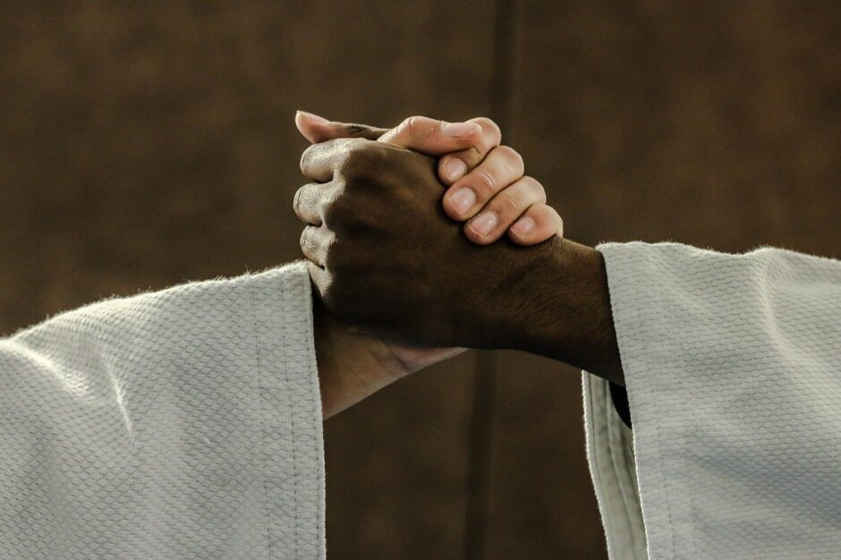 judo, hands, kimono-2121640.jpg